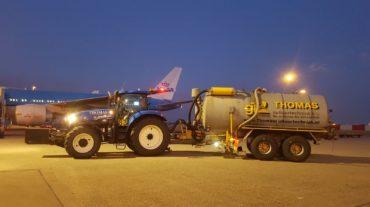 Tractor met opzuigwagen 16m³